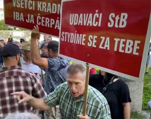 Ostudná autogramiáda konfidenta StB Babiše v Přerově